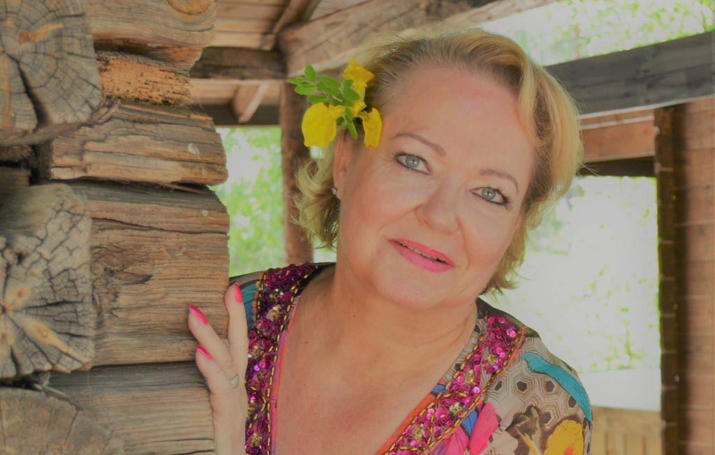 Iloista luontoaiheista musiikkia: Bianca Moralesin levy Yhteinen maailmamme