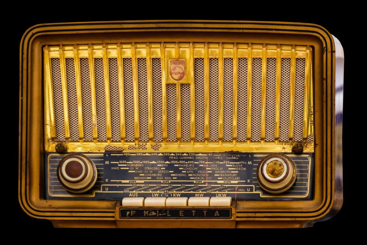 radio_old_tube_radio_nostalgia_speakers_retro_old_radio_keys-489059.jpg!d